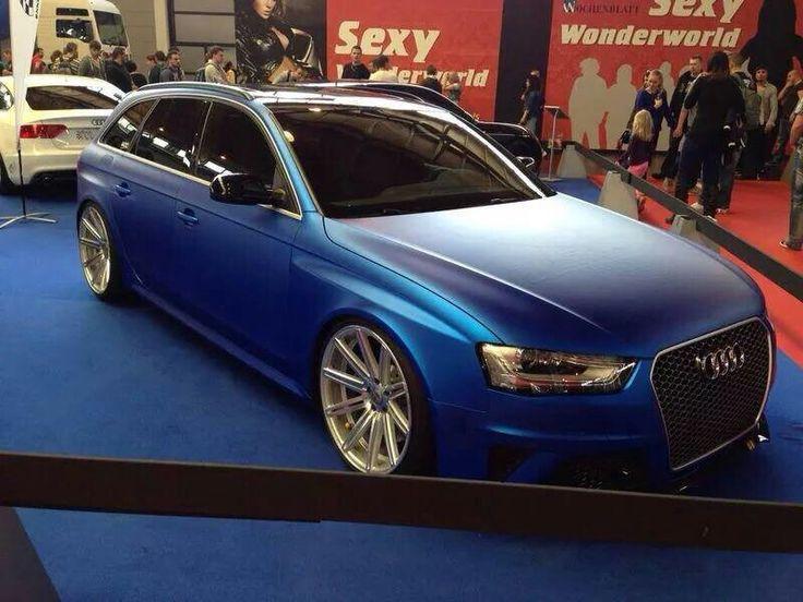Audi RS4 Avant - matte blue