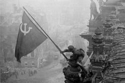 Bandera soviética en Berlín