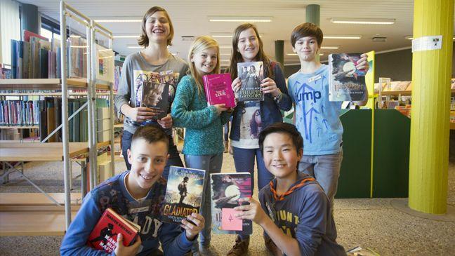 Juf Nicole laat haar leerlingen speeddaten met boeken.  Zo ontdekken ze nieuwe boeken en beleven ze er meer plezier aan.  Kijk hoe ze dat doet.