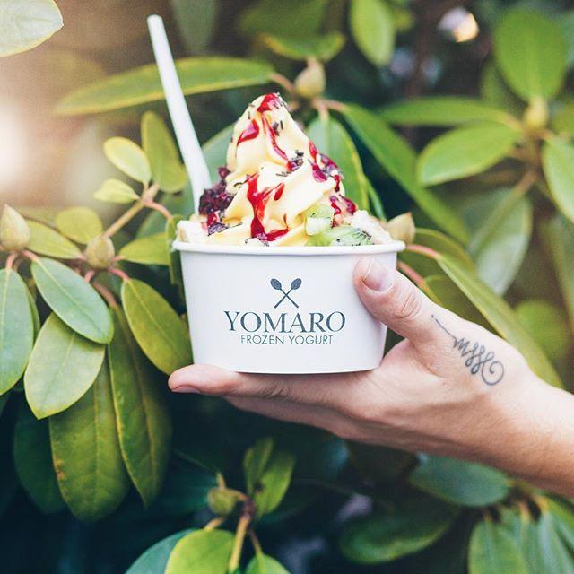 ☀️ TROPICAL FRIYAY 🌴    Special surprise zum Wochenende! We proudly present unsere neue #FrozenYogurt Sorte MANGO JOGURT🍦 📍Vorab am #Carlsplatz in Düsseldorf und im frisch dazu gekommenen neuen Store in #Münster.    Wir sind gespannt auf euer Feedback. ☺️  HAPPY WEEKEND    #Summerfeeling #mango #yomaro #friyay #froyo #foodporn #Düsseldorf #RanAnDieLöffel #weekend #tgif #newstuff #tropical #fruits