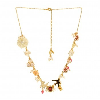 MESSAGÈRE NECKLACE: MULTI-ELEMENTS  Les Néréides timeless collection revisits with humor and poetry the eternal theme of love messages.    Material: Brass, Enameled metal, Freshwater pearls, resin, rhinestone   Colors: Pink   Dimensions: 52 cm + 2,5 cm     Jewellery sent in its packaging Les Nereides.