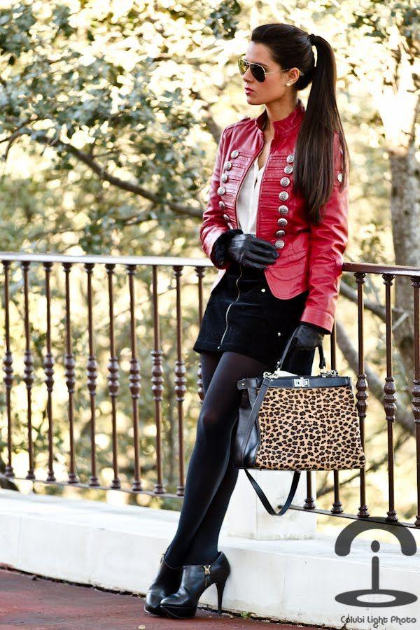Chaqueta militar   Crimenes de la Moda - Military jacket - Leather - Imperio Clandestino - Animal print - Estampado leopardo - pony tail - red jacket - cazadora roja - heels - zara