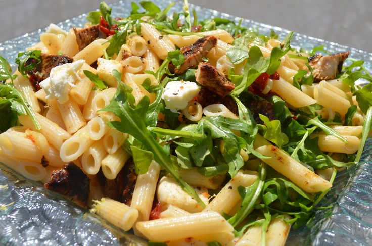 #glutenfree Penne with Grilled Chicken, Sun-Dried Tomatoes, Arugula and Mozzarella