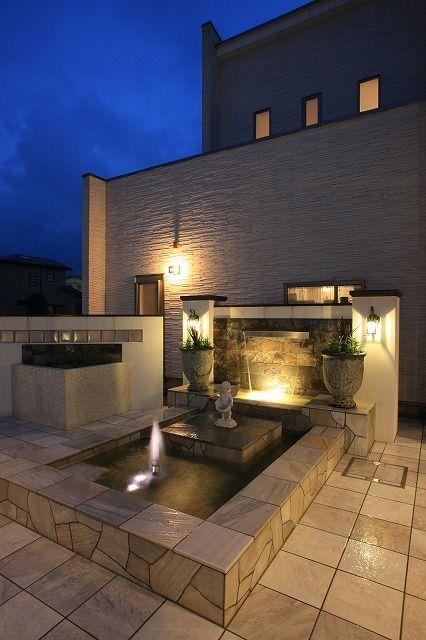 ラグジュアリーなプライベートガーデン。光と水がもてなす癒しの場。 #lightingmeister #gardenlighting #outdoorlighting #exterior #garden #lightup #pinterest #luxury #privategarden #light #water #healing #home #house #ラグジュアリー #プライベートガーデン #光 #水 #癒し #家 #庭
