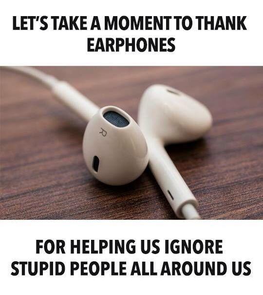 Dediquemos un momento para agradecer a los audifonos por ayudarnos a ignorar a la gente alrededor nuestro :) #earphonelove
