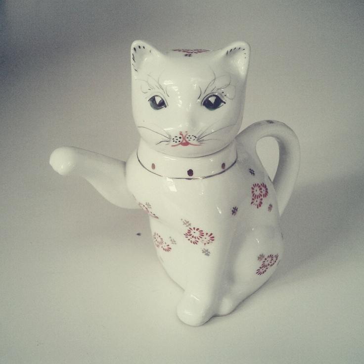 Catpot - gift from friends. / Photo by @Tomasz Jurecki #wysokipolysk #fleastyle #teapot