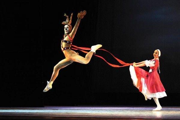 Календарь 2015. Эскизы костюмов к балетам Русских сезонов в Париже