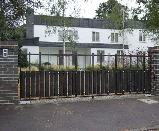 driveway gates | Chris_Topp_Ltd_Bespoke_steel_contemporary_driveway_gates_2.jpg
