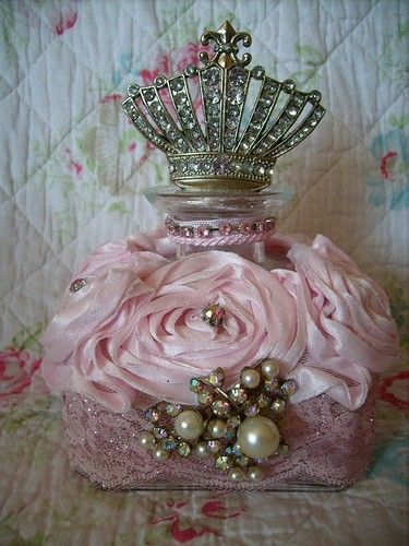 This perfume bottle is fit for a princess. Scratch that. Queen. #rosesandpearls #fragrancedesign #dresserdecor