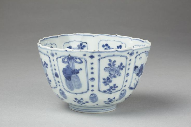 Bowl Jingdezhen, China, 1575-1600 Porcelain painted in underglaze blue, H. 8.9 cm V&A, 1620-1876