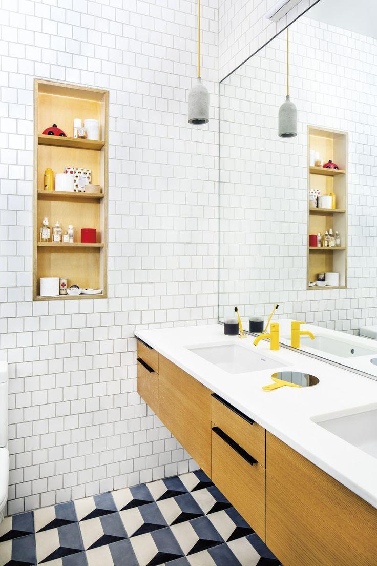 O bom uso dos revestimentos e dos materiais para criar uma composição agradável.  #lavabo #banheiro #revestimento #decoracao