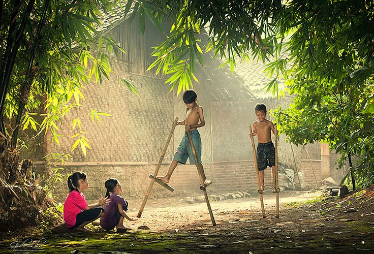 30 Magical Photos Of Children Playing Around The World - Indonesia | Bored Panda