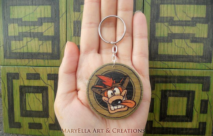 Crash Bandicoot - Crash Stone keychain ~ Made in plywood, painted and cutted all by hand! About 2 inches ~