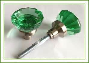 Search Antique green glass door knobs. Views 13213.