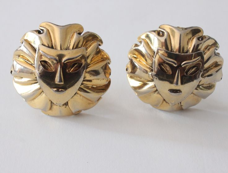 These vintage oversized 'Simba' lion head earrings remind us of Lion King! Aren't they adorable