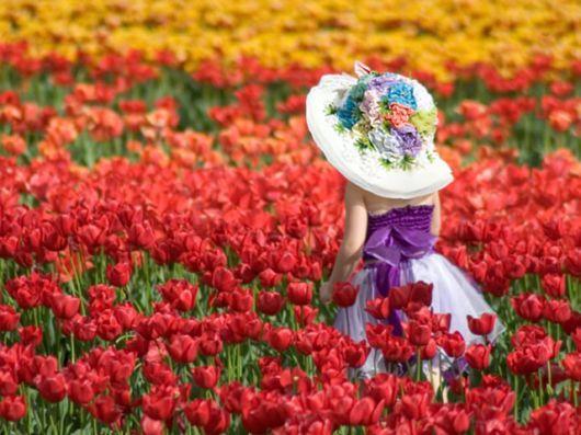 Holland: Colors Pallets, Flowers Gardens, Little Girls, Tulip Fields, Walks, Easter, Fields Of Flowers, Flowers Girls, Flowersgarden