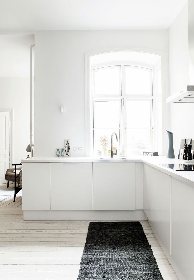 Bright open plan dining room with L shape countertop in Christianshavn. Photo by Frederikke Heiberg.