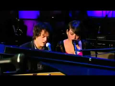 ▶ Norah Jones & Jamie Cullum- Turn me on (live) - YouTube