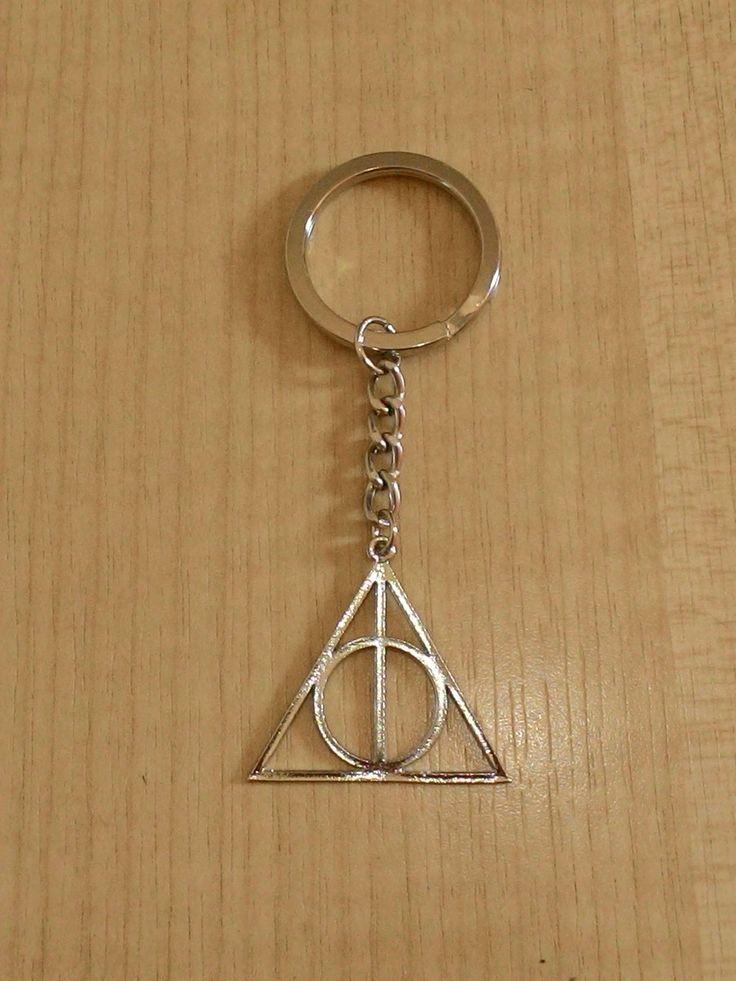 """Chaveiro baseado em """"As Relíquias da Morte"""" de Harry Potter."""
