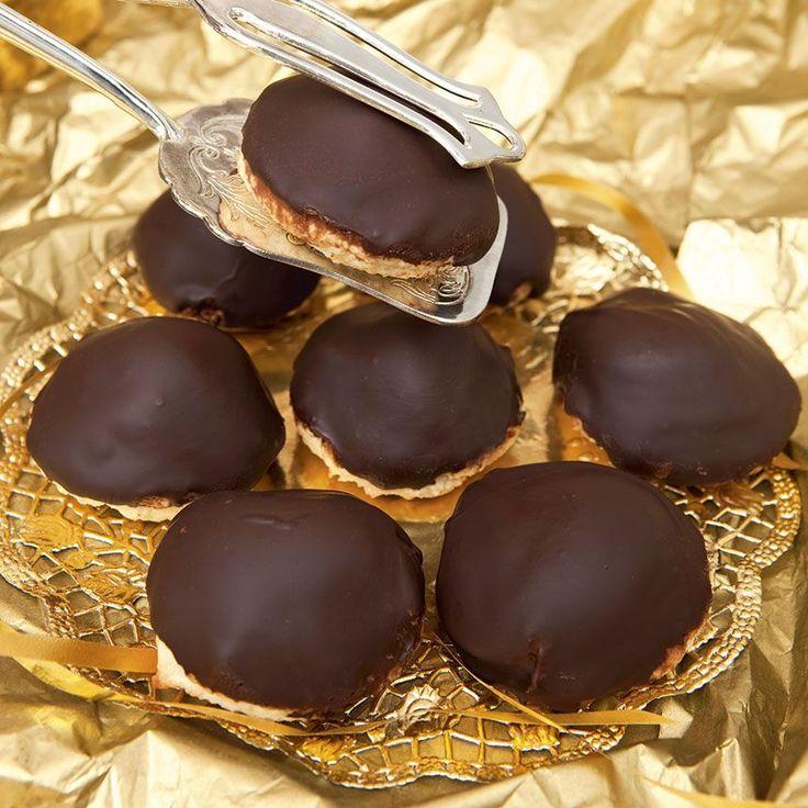 Klassiska chokladbiskvier med chokladsmörkräm.