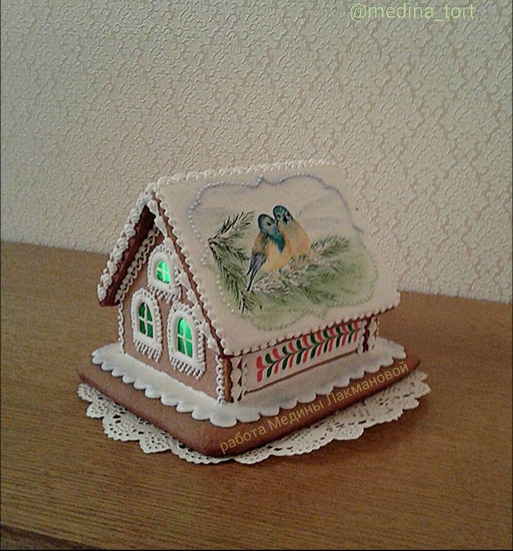 Зимний пряничный домик с карамельными окошками; dekor-tort. livemaster.ru