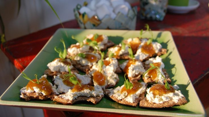 De här små knäckebrödssmörgåsarna går snabbt att förbereda och lika snabbt att äta upp.