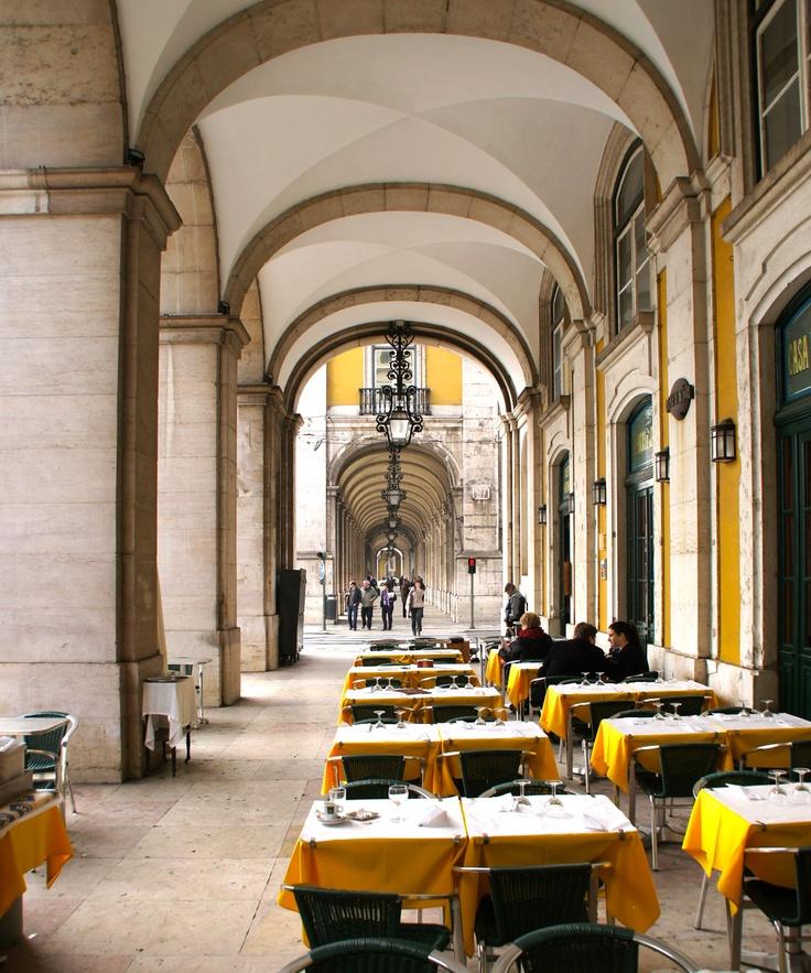 """O café/restaurante Martinho da Arcada, em Lisboa, uma das """"casas"""" de Fernando Pessoa na capital."""
