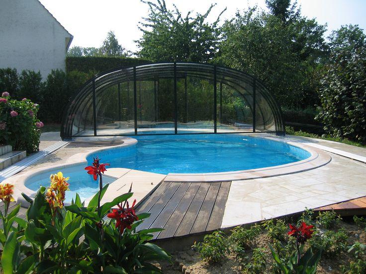 nepravidelný bazén zastřešený krytem TROPEA od Alukovu
