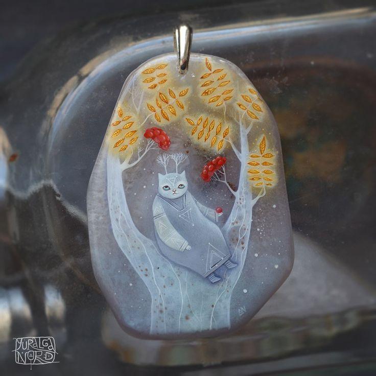 Лаковая миниатюра на агате. Yuralga Nord|Shamancats (Юралга Норд)  #роспись #кулон #миниатюра #painting #кошка #кот #золото #painting #miniature #cat #gold #ethno #boho #shamancats #yuralganord