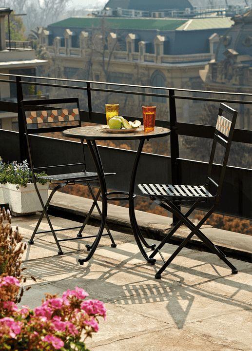 Disfruta de tu pequeño balcón en medio de la ciudad. En Easy tenemos ideas del tamaño que necesitas. #Primavera #Deco #Terraza #EasyTienda #TiendaEasy #Living #Balcón #primaveraverano #cambiavivemejor