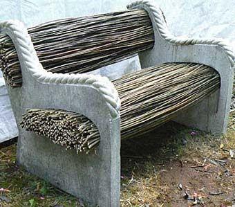 Каменная скамья для дачи с прутьями
