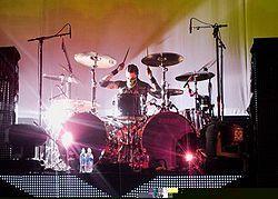 Tommy Clufetos Live 2009.jpg