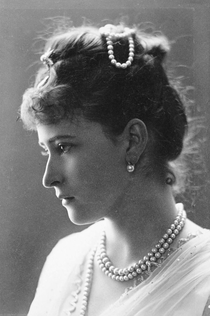 Grand Duchess Elisabeth of Russia was a German princess of the House of Hesse-Darmstadt, and the wife of Grand Duke Sergei Alexandrovich of Russia, fifth son of Emperor Alexander II of Russia and Princess Marie of Hesse and the Rhine. Photo: 1887