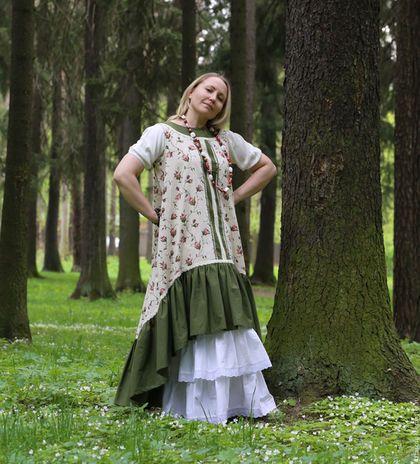Купить или заказать Сарафан в стиле бохо в интернет-магазине на Ярмарке Мастеров. Сегодня хочу предложить Вам, милые барышни, такой замечательный комплект на лето. Комплект состоит из сарафана и нижней юбки. Цена указана за комплект-4900руб Если у вас уже есть нижняя юбка, то можно купить только сарафан, его цена отдельно- 4000руб Отдельно нижняя юбка будет стоить -1200руб. Сарафан сшит из полульняной ткани и из 100% хлопка и отделана хлопковым кружевом.