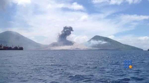 WebBuzz du 07/08/2015 : Eruption explosive en nouvelle Guinée-Explosive eruption in New Guinea  Démonstration d'une éruption explosive ... Impressionnant ...  http://noemiconcept.com/index.php/fr/departement-informatique/webbuzz-tech-info/206903-webbuzz-du-07-08-2015--eruption-explosive-en-nouvelle-guin%C3%A9e-explosive-eruption-in-new-guinea.html#video