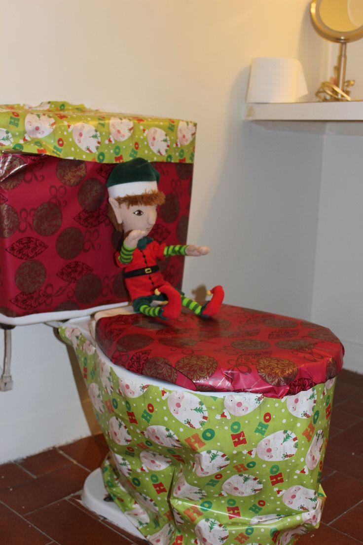 Tour à faire avec votre lutin: emballer la toilette Elf on the shelf idea: wrap the toilet