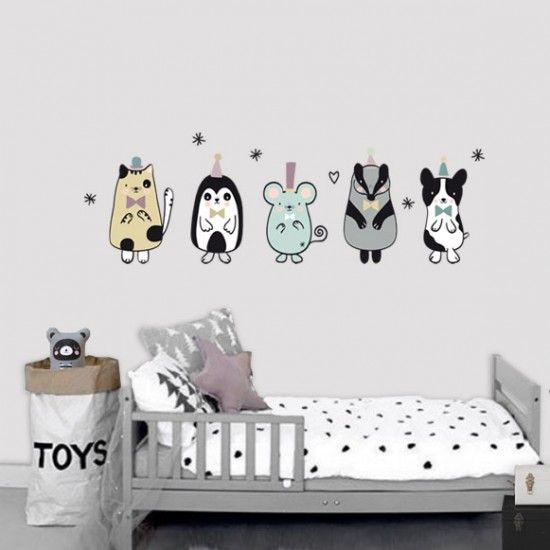 Vinilo infantil de tela animales nordic a punto de entrar en tu casa para decorarla a la venta en la tienda online de vinilos infantiles Decohappy.