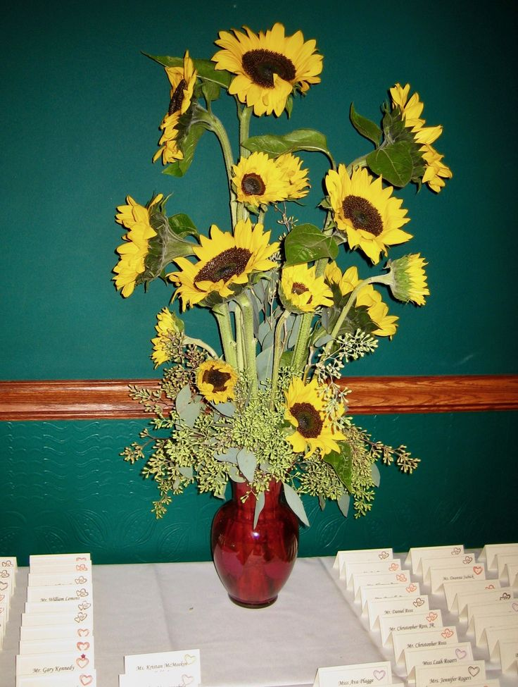 Sunflowers make a statement on the card table at White Clay Creek Country Club.