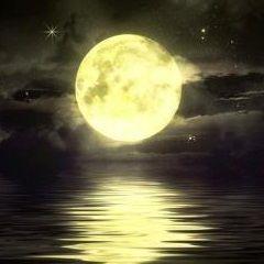 """""""ГЛУБИННЫЕ ПОТРЕБНОСТИ"""". Положение Луны в гороскопе определяет сокровенную сущность каждого из нас, показывает, чего мы ждем, на что внутренне настроены, к чему тянемся. Лунная астрология направлена на познание и гармонизацию природных инстинктов. Она помогает настроиться на тонкие ритмы жизни и научится использовать их себе во благо. В гороскопе Луна олицетворяет глубинные потребности и тайные желания, осуществление которых очень важно для душевного, эмоционального и физического здоровья."""