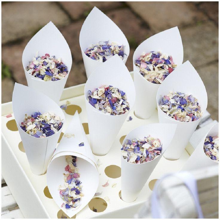 Fundstück der Woche #12: Konfetti aus getrockneten Blüten | Hochzeitsblog - The Little Wedding Corner
