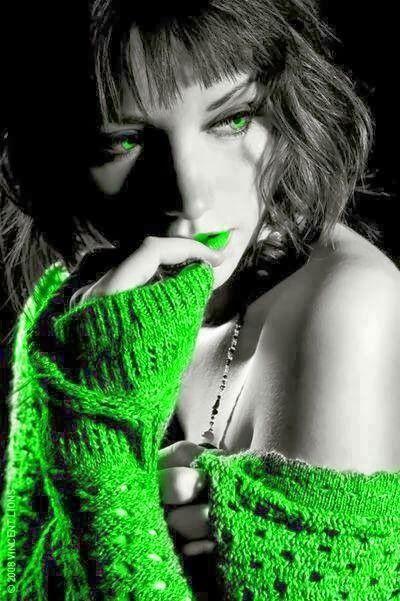 Brevi racconti erotici qui: http://tormenti.altervista.org/category/le-pillole-della-padrona-racconti-erotici/