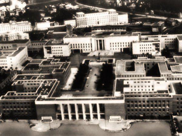 Il 31 Marzo del 1935 il Re Vittorio Emanuele III inaugura la Città Universitaria di Roma.