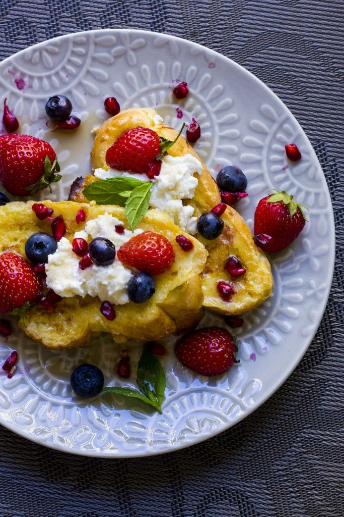 French Toast with Ricotta and Fruits