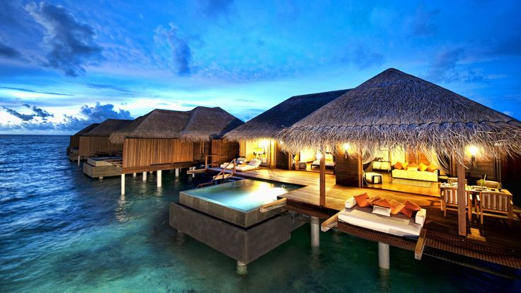 hut homes built over ocean with glass floor | Bungalowy, Malediwy, Hotel Ayada, luksus