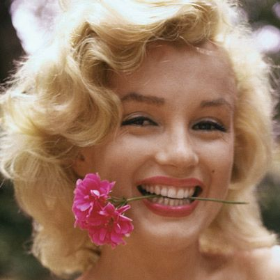 Google Image Result for http://www.biography.com/imported/images/Biography/Images/Galleries/Marilyn-Monroe-and-Sam-Shaw/marilyn-monroe-sam-shaw-thumb.jpg