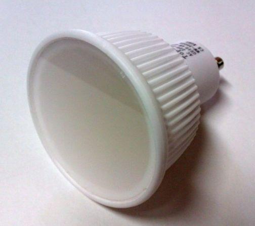 LED žiarovka, GU5.3 vyniká telom z keramiky. Keramické telo zabezpečuje lepšie odvádzanie tepla. V žiarovke sú použité vysokokvalitné LED