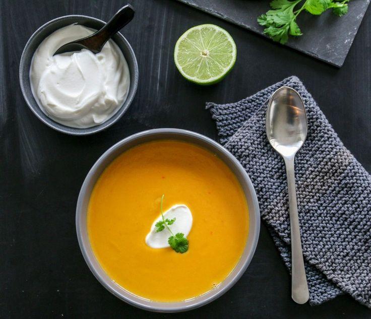 Lyst på et supperåd? Ja, da bør du prøve denne smakfulle og mettende suppen med søtpotet, gulrot og eple – som har fått selskap av blant annet spicy smaker som chili, ingefær og hvitløk.…