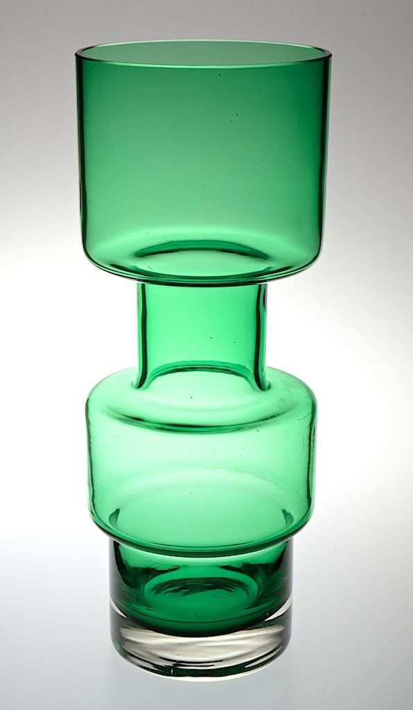 Retro c1960's Swedish Riihimäen Lasi Oy apple green glass tall vase with two hooped bowls in excellent condition. H 28cm. Dia at base 8.5 cm. Dia at rim 10.75 cm. http://www.antiques-atlas.com/antique/swedish_riihimen_lasi_oy_glass_vase/as645a003