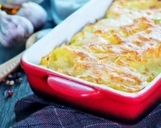 Gratin de semoule au parmesan : http://www.fourchette-et-bikini.fr/recettes/recettes-minceur/gratin-de-semoule-au-parmesan.html