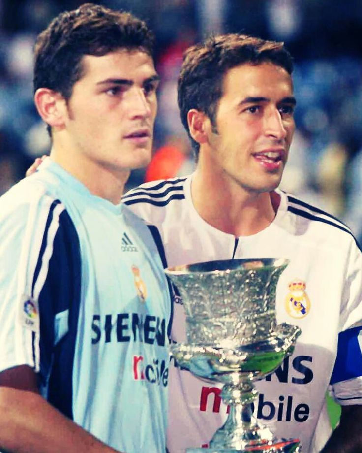 Raul Gonzalez y Iker Casillas. Capitanes del.Real Madrid.